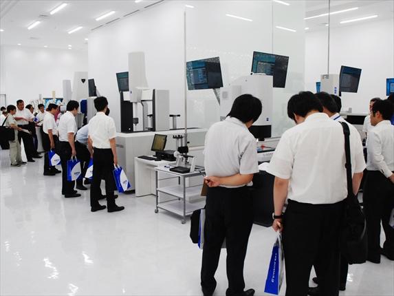 東京精密 八王子ショールームを一新<br>新型機種など15台