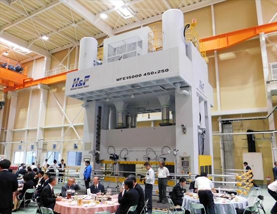 ナガラ三重第2工場が竣工<br>トライ用大型プレス機を設備